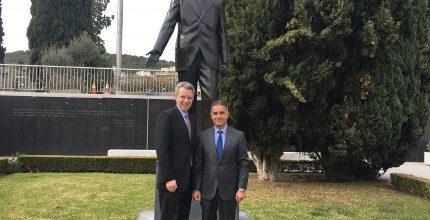 Συνάντηση Δημάρχου Σύρου-Ερμούπολης με Αμερικανό πρέσβη