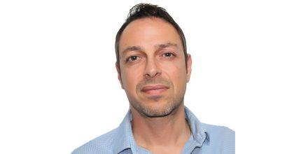 Ο Νίκος Νομικός, υποψήφιος του συνδυασμού «Η ΣΥΡΟΣ ΠΟΥ ΑΞΙΖΟΥΜΕ»