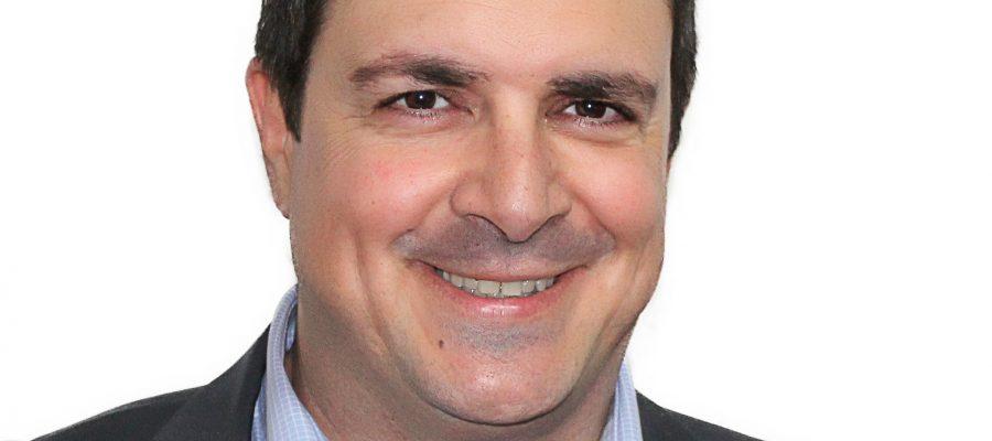Ο Γιάννης Βούρος, υποψήφιος του συνδυασμού «Η ΣΥΡΟΣ ΠΟΥ ΑΞΙΖΟΥΜΕ»